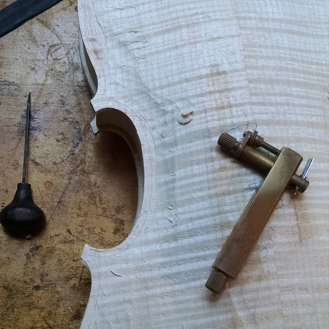 Laying out the purfling for the new viola
